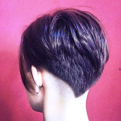 A Short Bob with V-shaped Layers