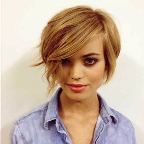 Messy Layered Short Hair Style for Girls