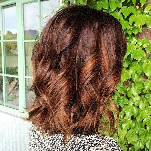 Be a Show Stopper with Highlighted Wavy Cut
