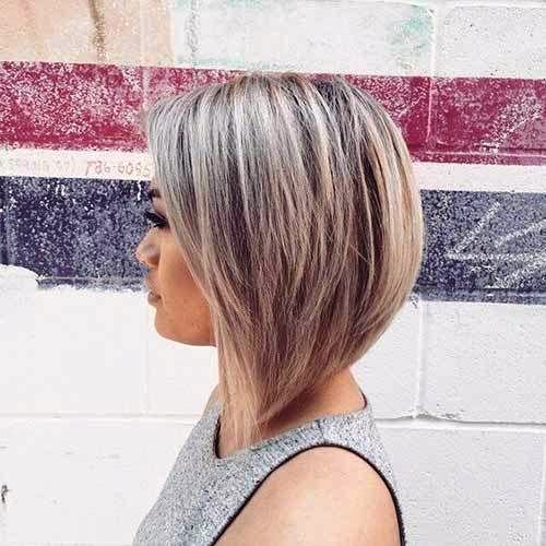 Blonde Graduated Medium Bob
