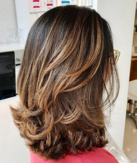 styles for shoulder length thick hair 27 easy medium length hairstyles for thick hair 8320 | Layered Medium Length Haircut e1526196202353