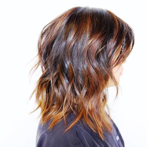 Wavy Layered Hairdo with Chopped Ends