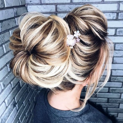 Donut Bun Updos Looks Like a Donut on the Top
