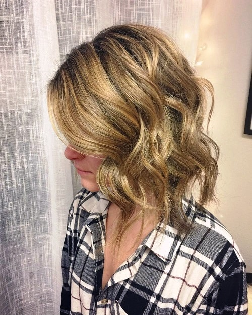 Full and Flirty-Hairstyles for Women in Their 40s